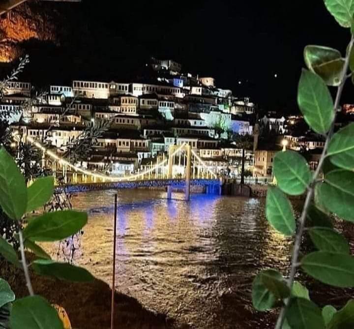 Albanija noću