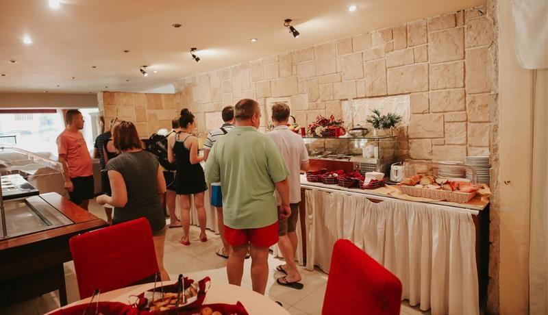 Hotel Mantas Restoran