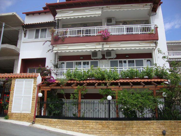 Sarti Vila Fotis