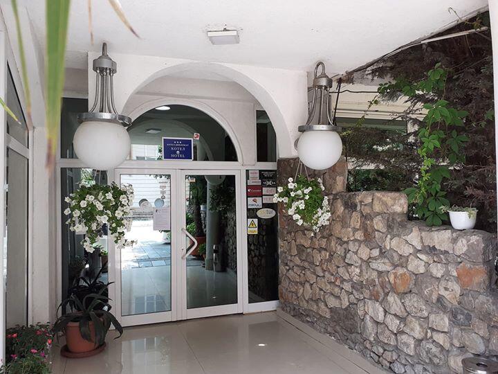 Hotel Diplomat Ulaz