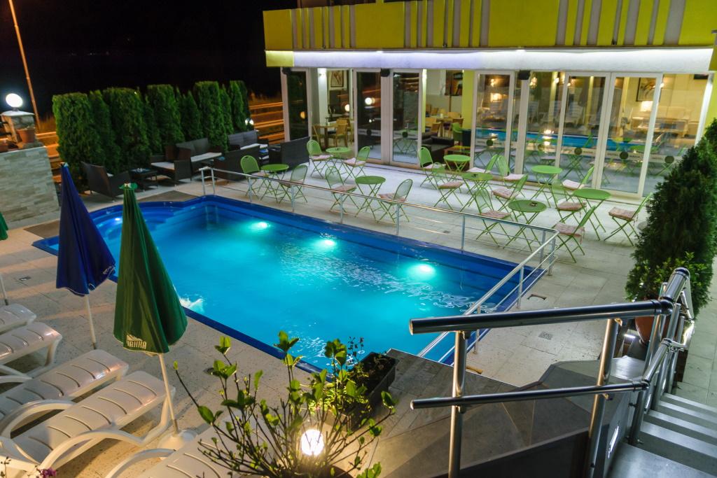 Hotel Maiva Noću