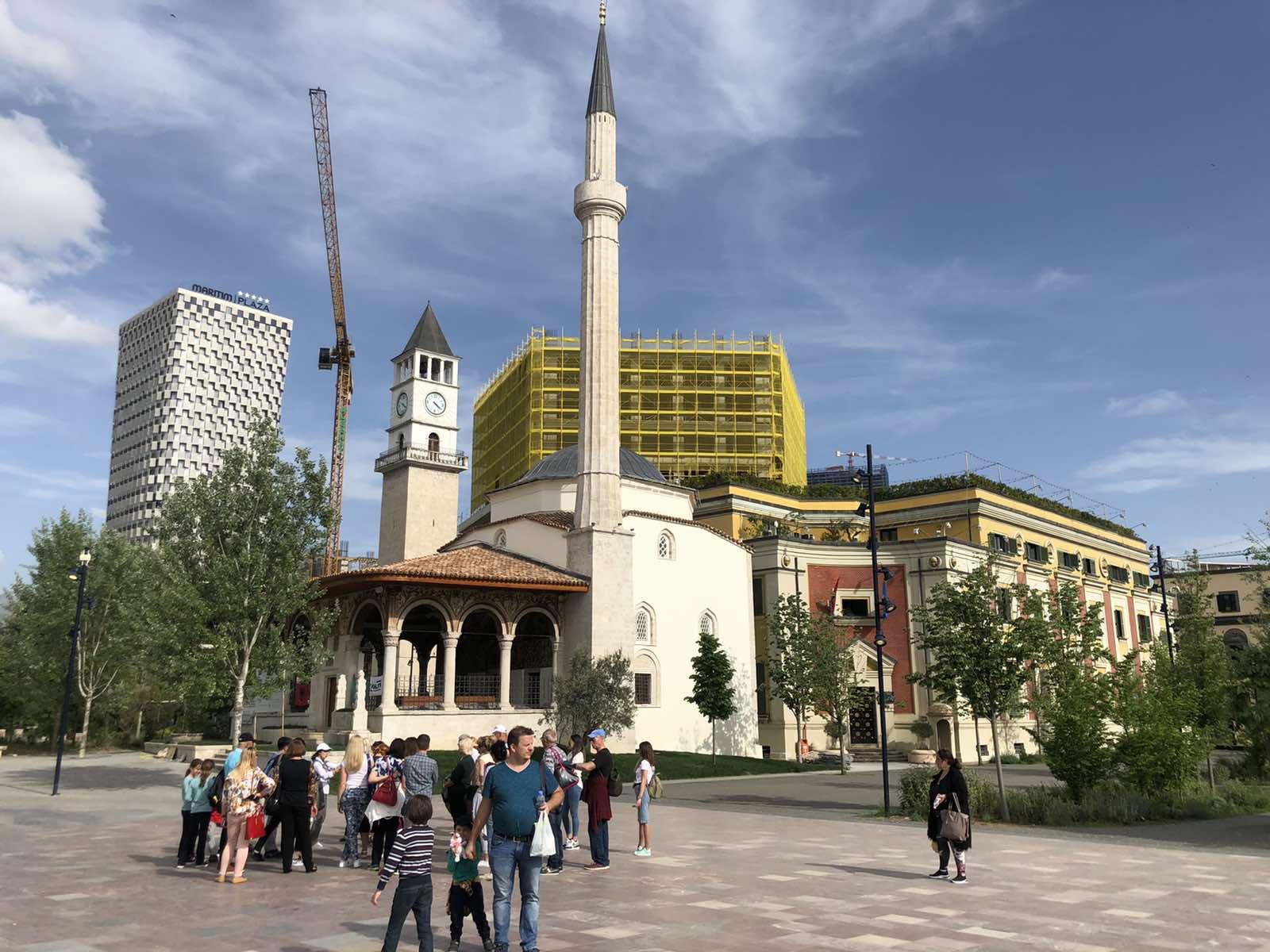 Tirana grad